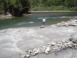Pescadores hallan cuerpo de menor que se ahogó en el río de Chanchamayo
