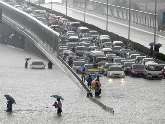 Un muerto y 30 heridos por fuertes vientos al norte de Italia