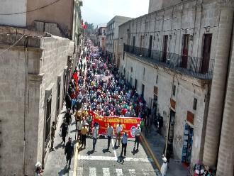 Arequipeños marchan por las calles en apoyo a la CGTP