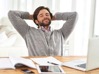 Empleados trabajan 32 horas semanales y mejoran su productividad