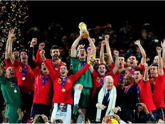 Iker Casillas sale del Real Madrid en el aniversario de España campeón mundial