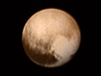 La NASA descubre forma de corazón en la superficie de Plutón