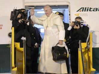 Papa Francisco vuelve a Roma tras dejar mensaje de paz a Sudamérica