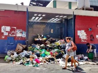 Trujillo: preocupación por gran cúmulo de basura en Mercado Central