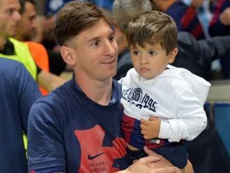 Lionel Messi: El pequeño Thiago es vestido con camiseta de Newell