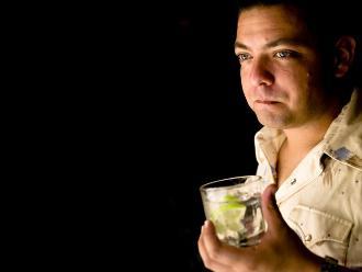 ¿Tener ojos claros te hace más proclive a ser alcohólico?
