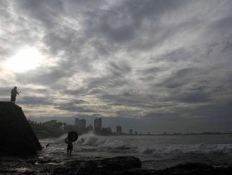 Huracán Dolores avanza hacia el oeste de las costas mexicanas
