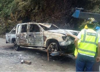 Puno: ronderos quemaron patrullero y tomaron rehenes en San Gabán