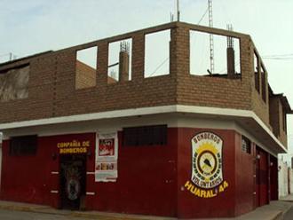 Huaral: bomberos saldrán a vender llaveros para construcción de techo