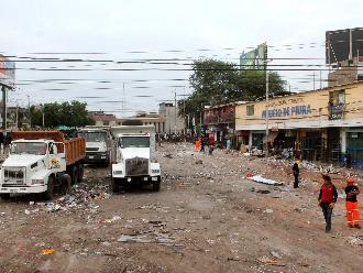 Piura: colegio afectado tras desalojo en mercado permanece cerrado