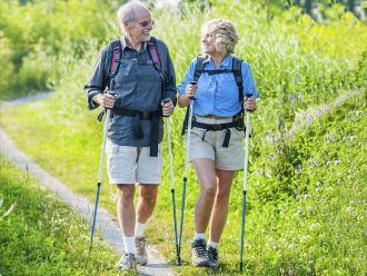 Caminar a intensidad moderada puede mejorar los síntomas del párkinson