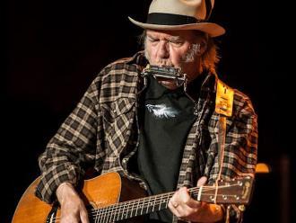 Neil Young retira toda su música de streaming por mala calidad