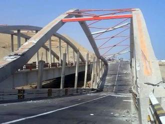 Chincha: puente Hawái colapsa tras el pase de un tráiler pesado