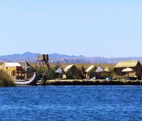 Puno: turistas realizan visita a isla de los Uros por Fiestas Patrias