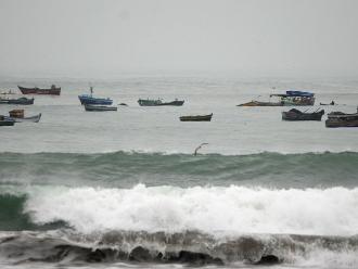 Oleajes irregulares se iniciarán por el litoral sur la madruga del lunes
