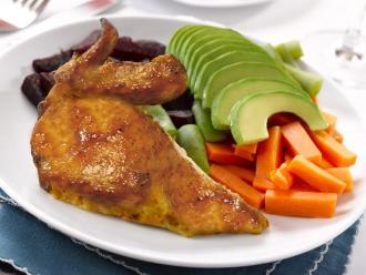 Sugieren consumir pollo a la brasa con ensalada y papas sancochadas