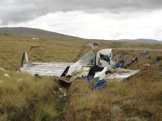 Arequipa: chofer se salva de morir calcinado tras vuelco y despiste de camión