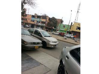 Arequipa: policías detienen a tres sujetos cuando intentaban vender auto robado