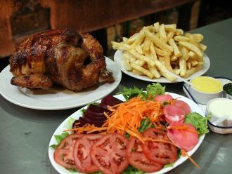 Pollo a la brasa: ¿cómo es más saludable comerlo?