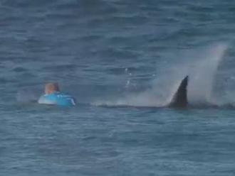 YouTube: Mick Fanning se salvó del feroz ataque de un tiburón en Sudáfrica