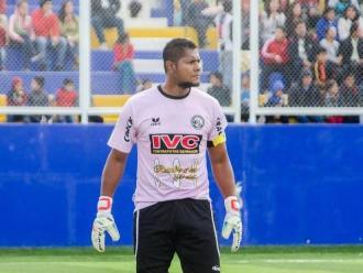 Juan 'Chiquito' Flores se manda nueva patada voladora contra rival