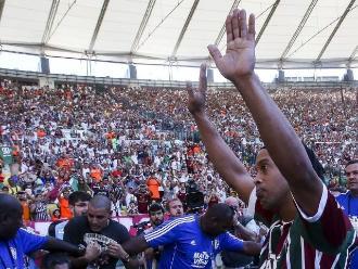 Ronaldinho: Un Maracaná repleto lo ovacionó en su presentación en Fluminense