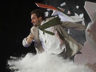 'Fuerza Bruta': impactante teatro sensorial llega al Perú