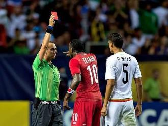Copa Oro: Luis Tejada se hace expulsar al estilo Carlos Zambrano