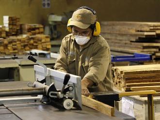 ¿Debería elevarse el sueldo mínimo de los trabajadores?