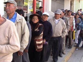 Huancayo: fonavistas desconfían de dirigentes y hacen colas en el banco