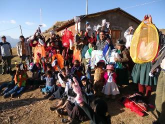 Andahuaylinos reciben abrigo y alimentos por campaña de friaje