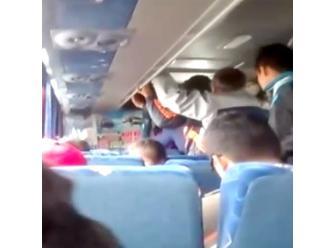 Bus interprovincial recoge a pasajeros en paraderos informales