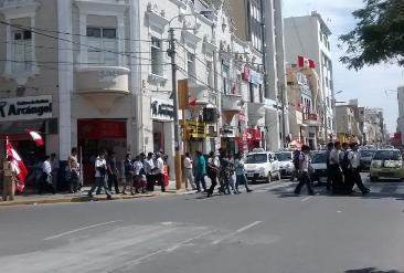 Afirman que 20% de chiclayanos serán multados por no colocar banderas