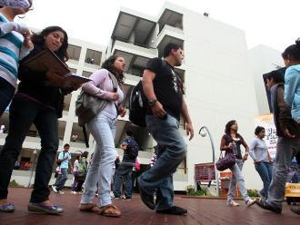 El 60 % de egresados universitarios cambiaría de carrera