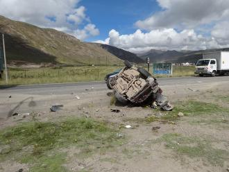 Despiste de dos camionetas dejó seis heridos en La Oroya