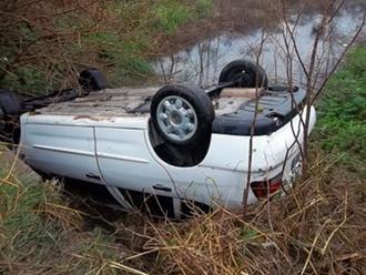 Ayacucho: tres muertos dejó el despiste y caída de auto a un abismo