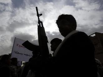 Yemen: enfrentamientos y bombardeos violan el primer día de tregua
