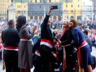 Ministros se toman selfies mientras presidente Humala exponía en Palacio
