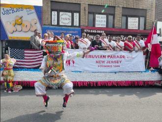 Peruanos en New Jersey: Gobernadora se unió a desfile de Fiestas Patrias