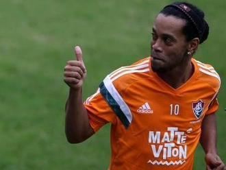 Ronaldinho se mandó con tres golazos en entrenamiento de Fluminense