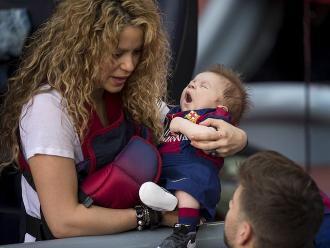 Shakira y Gerard Piqué ya le enseñan a su hijo Sasha a jugar fútbol