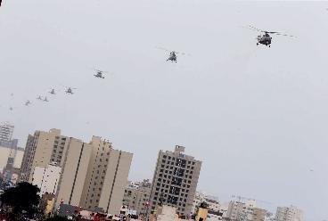 Bolsa cayó desde helicóptero que sobrevolaba el desfile
