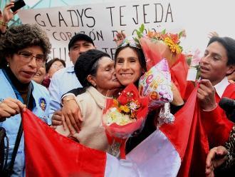 Gladys Tejeda llegó a Lima tras conseguir medalla de oro en Toronto 2015