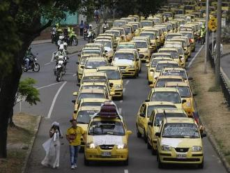 Bogotá vivió jornada de protestas de taxistas y transportistas