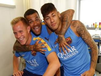 Barcelona: Neymar y Dani Alves agarraron de punto al alemán Ter Stegen