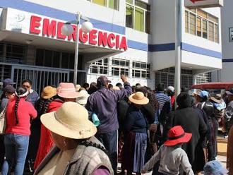 Puno: protestan por presuntas negligencias médicas en clínica de Juliaca