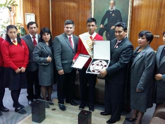 Huancayo: alumno que participó en mensaje presidencial es reconocido