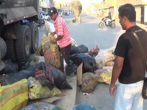 Chiclayo: obreros de limpieza que fueron hallados reciclando serán sancionados