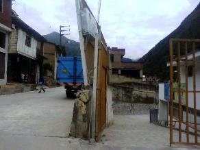 Tumbes: 20 familias en riesgo de ser aplastadas por muro de contención