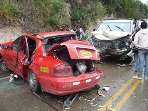Junín: choque frontal entre dos autos dejó tres personas heridas